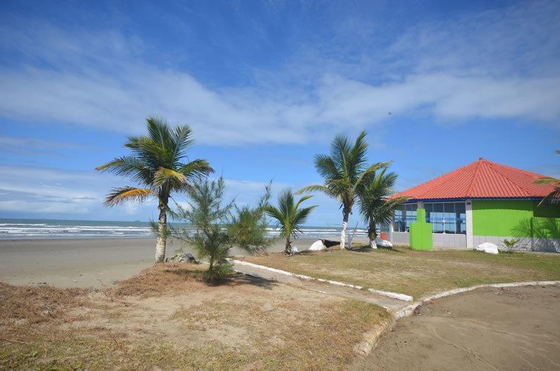 casas de 3 domrs pé na areia itanhaém