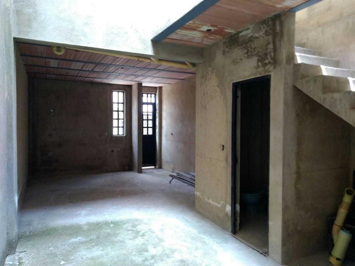 casas de 3 pisos en obra gris
