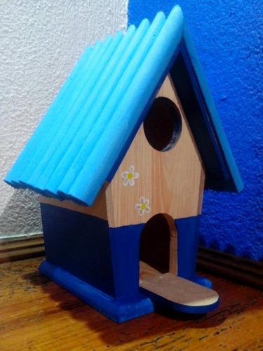 Casas de madera para pajaros decoradas bebederos comederos for Bebederos para aves jardin