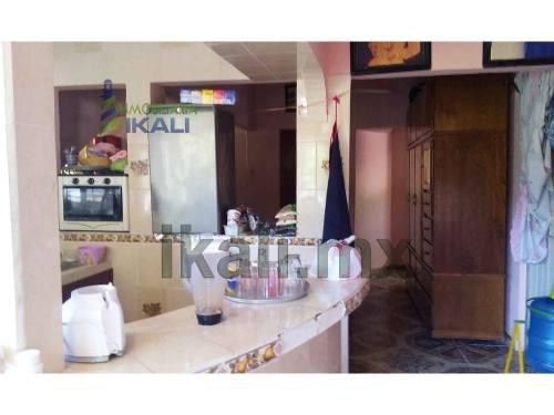 casas de venta tuxpan veracruz es una casa de 2 pisos con un local comercial en la planta baja, se encuentra ubicada en la calle cándido aguilar # 8 de la colonia el esfuerzo entre las calles lópez m