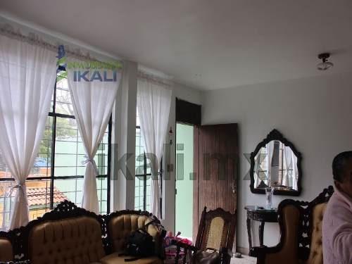 casas en tuxpan ver en venta.  casa usada de dos plantas en la calle gutiérrez zamora en la colonia centro. cuenta con 3 recamaras y dos baños, sala, cocina integral, comedor, balcón, patio.  servici