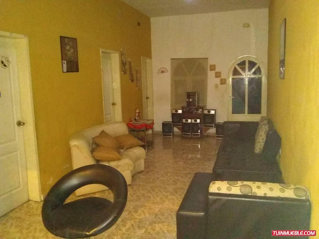casas en venta 04124345935 urb. la maracaya