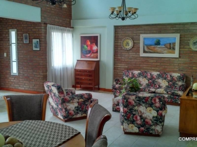casas en venta 3 dormitorios arguello lasalle