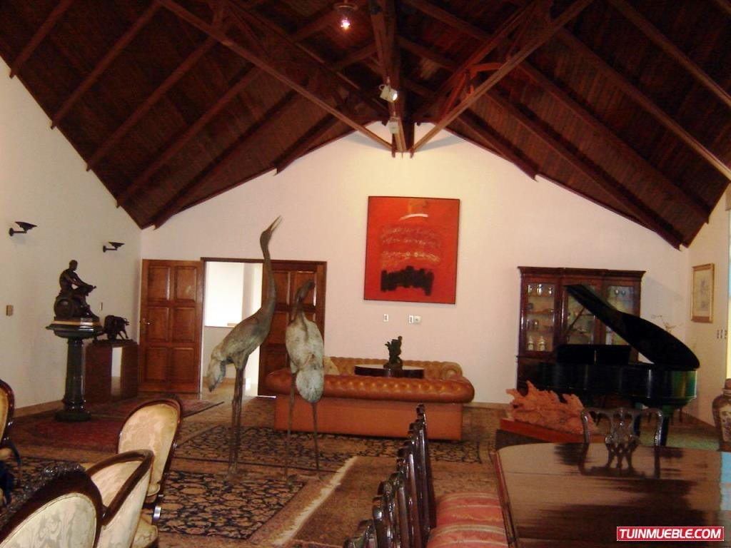 casas en venta en colinas de los chaguaramos 14-2239 v s