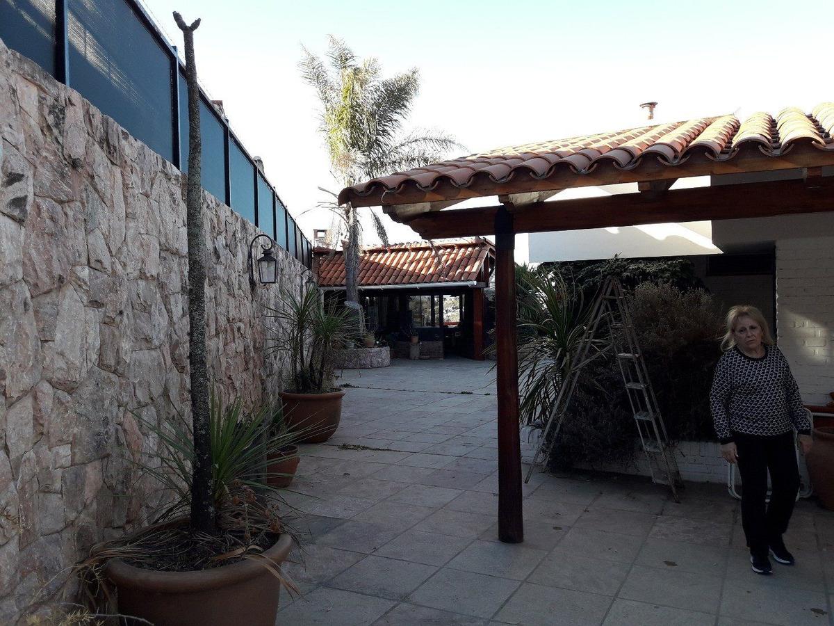 casas en villa carlos paz  + dpto