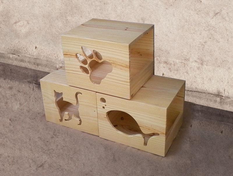 Maderas para casas techo madera salon clasico luces - Casas para gatos de madera ...