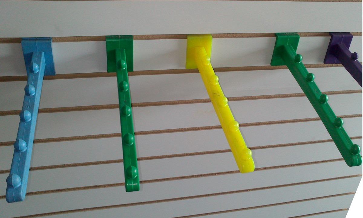 Cascada plastico panel ranurado gancho blister for Ganchos de plastico