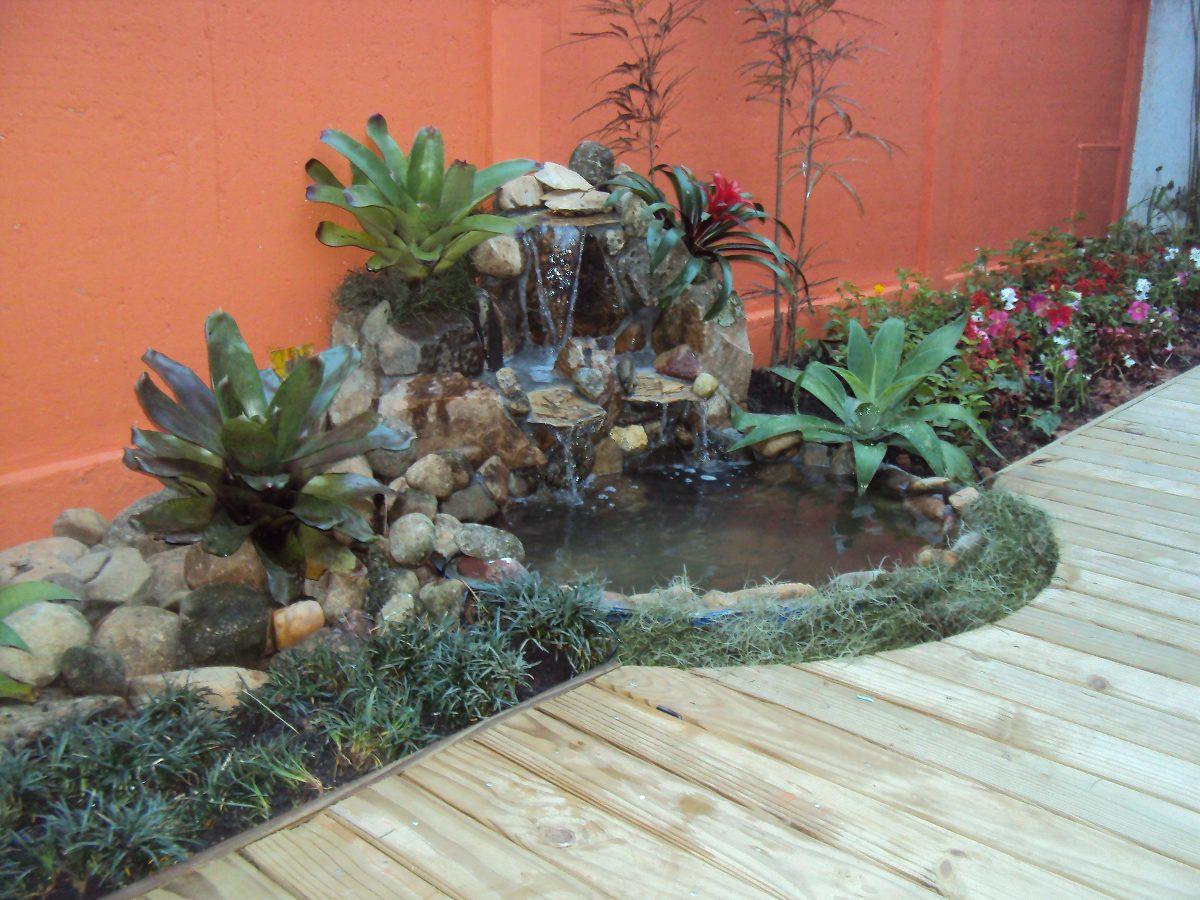Fuentes cascadas para jardin stunning img with fuentes for Paisajismo estanques