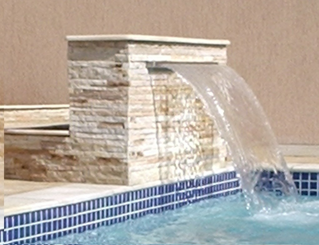Cascata com bico inox para piscinas em fibra de vidro 60cm for Piscina fibra em l