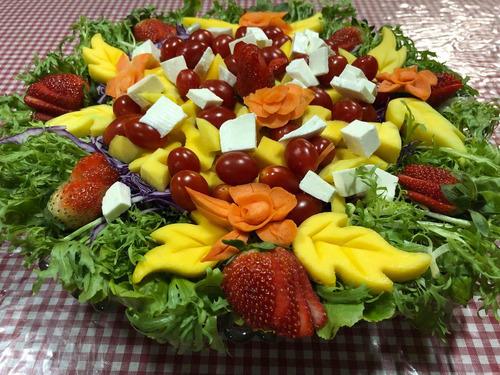 cascata de chocolate e mesa de frutas