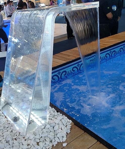 Cascata paradise iluminada leds rgb p piscinas sodramar for Piscina fum d estampa