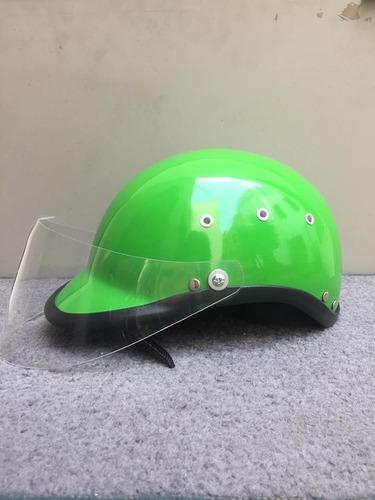 casco de  moto  verde limón  con visor