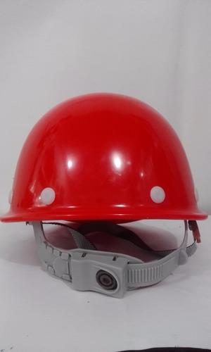 casco de segurida en color rojo amarillo azul