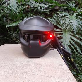 Casco Depredador Para Moto. Excelente Calidad. Con Luz Led