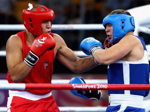 casco protector para boxeo
