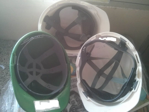 cascos industriales y botas de seguridad