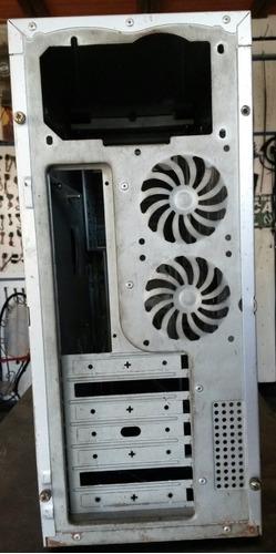 case gamer generico con puerta frontal y lateral en acrílico