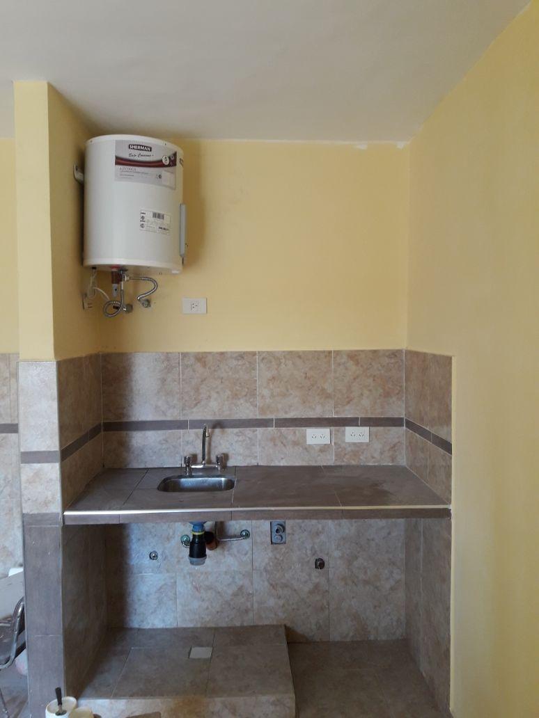 caseros: departamento de 1 ambiente en 1er piso a estrenar con balcon propio;  $1000 de expensas que incluyen; municipal aysa limpieza y luz de lugares comunes.   f: 7734