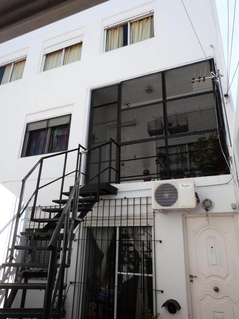 caseros departamento de 3 ambientes en pleno centro de caseros!! venta inmediata!!                                             f: 7516