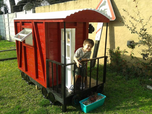 casita infantil en madera modelo  vagon de ferrocarril
