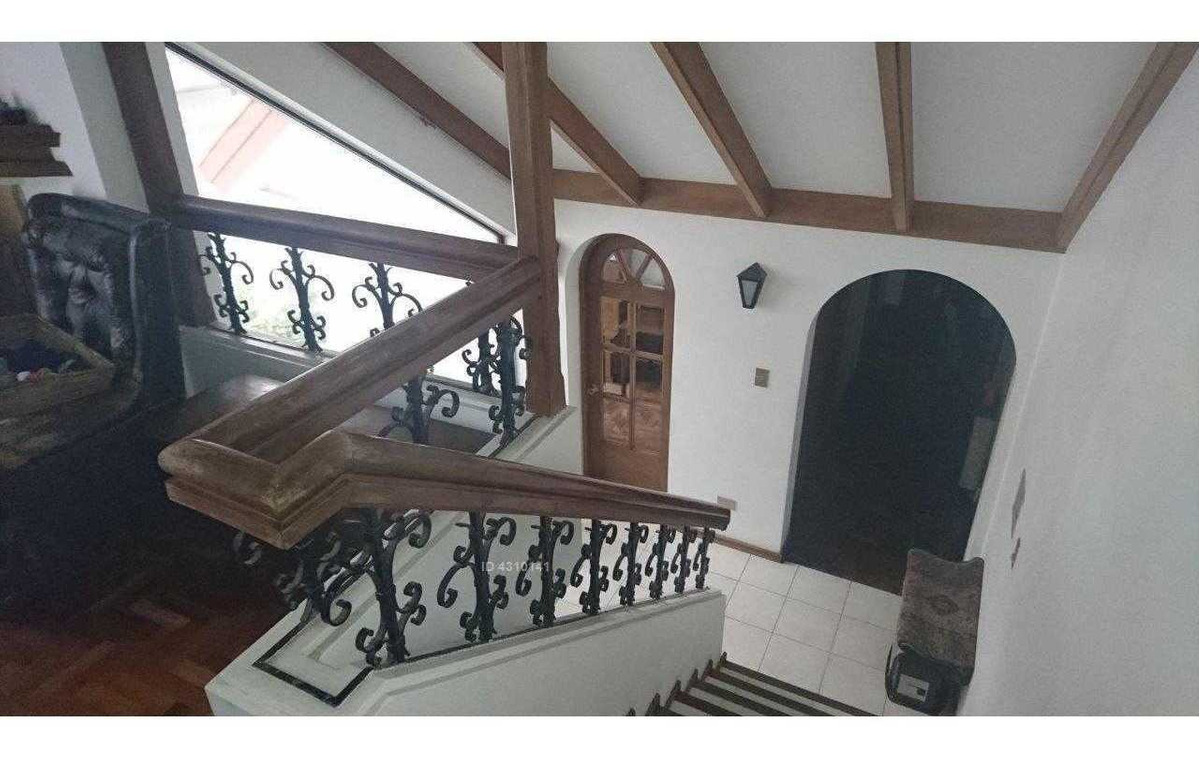 casona de 3 pisos, en excelente ubicación. centro de viña