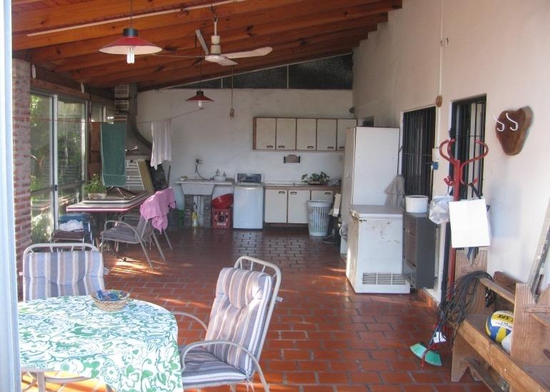 castelar norte atencion inversores zonificaciã³n apta duplex !!!casa sobre lote de 20 x 43