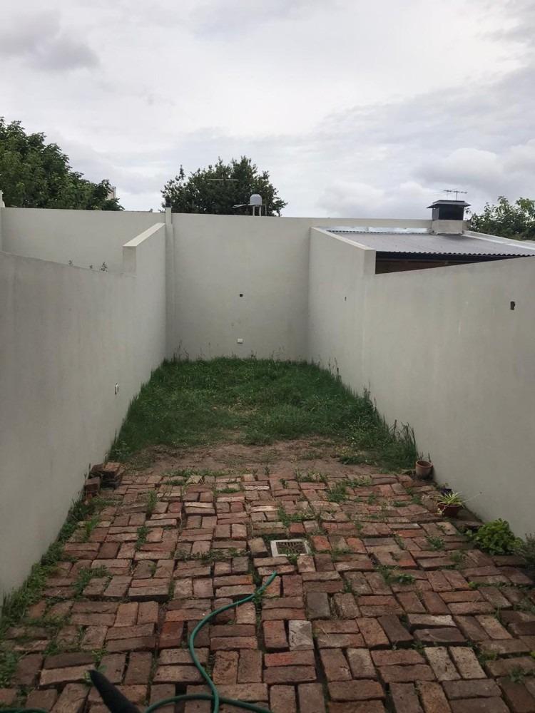 castelar norte departamento 2 ambientes con jardín