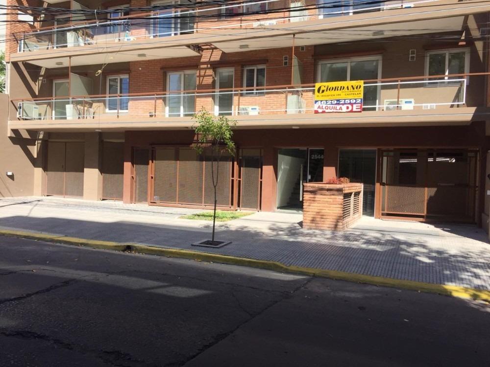 castelar sur - departamento 2 ambientes con balcón