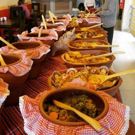 catering buffet criollo  en ollas  de barro