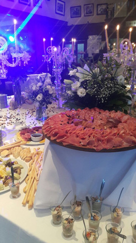 catering lunch finger food pizza party candy bar desayunos
