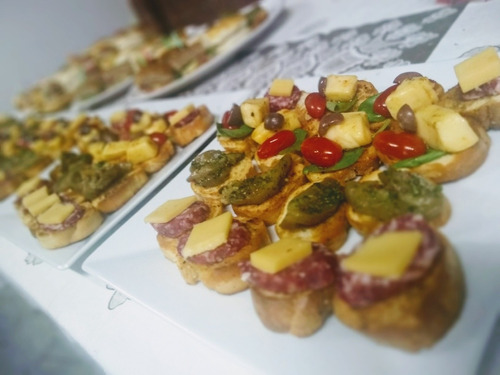 cátering pizza party, finger foods y pernil