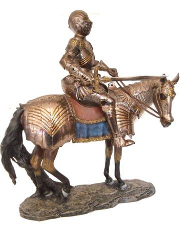 cavaleiro medieval prateado no cavalo com espada 48cm top d