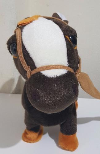 cavalo cavalinho de pelúcia brinquedo eletrônico som e anda