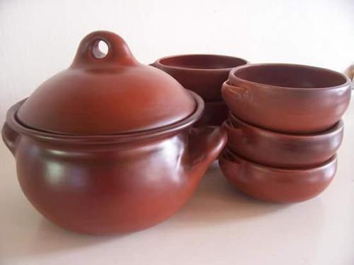 cazuelas, ollas, cuencos de cerámica  esmaltadas.