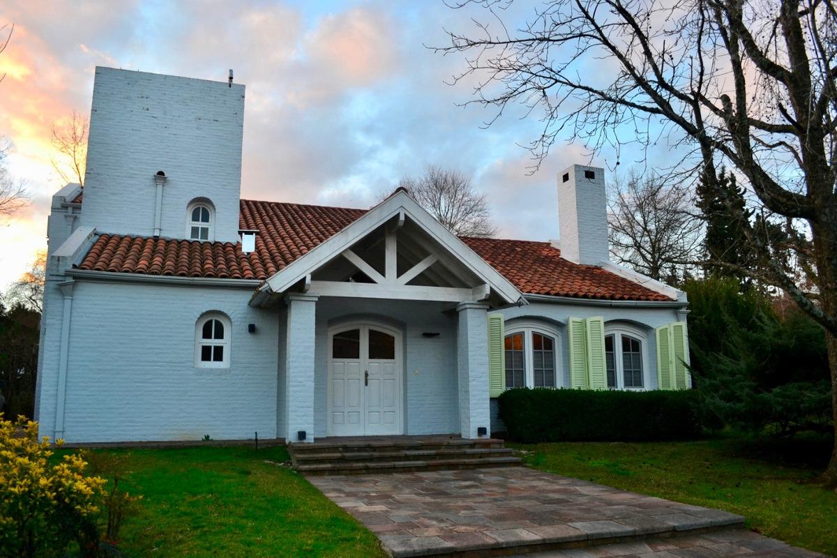 c.c. los cardales casa 3/4 dorm. 215 m² cub. 2 lotes