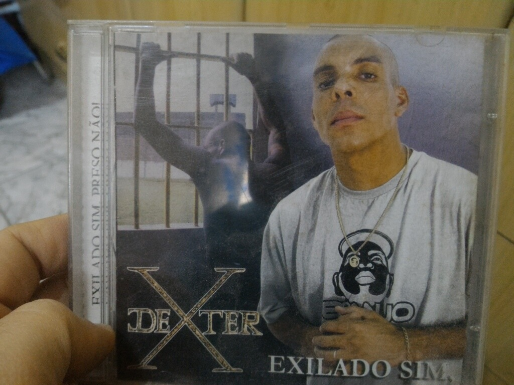 cd dexter exilado sim