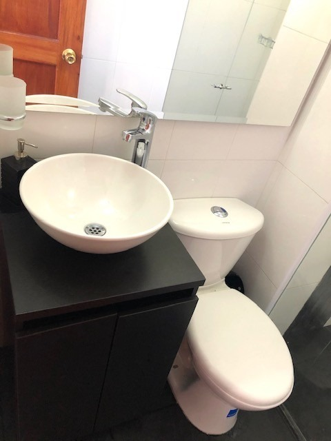 cedritos - excelente habitación con baño privado