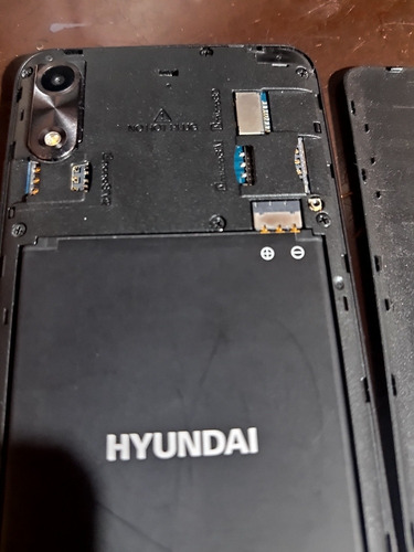celular hyundai e553. cómo nuevo