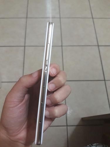 celular p8