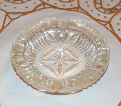 cenicero antiguo de cristal.