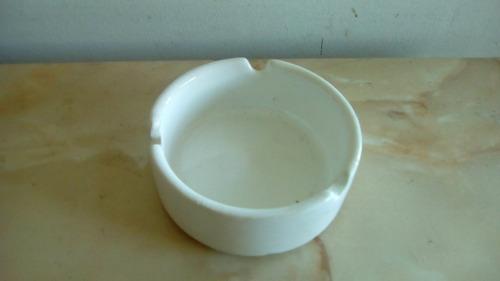 cenicero de cerámica esmaltada