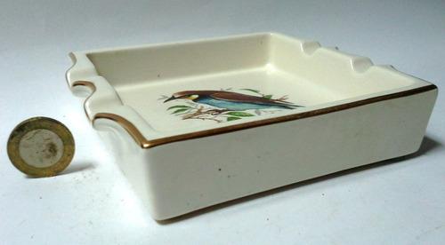 cenicero porcelana inglesa crema pájaro azul y marrón