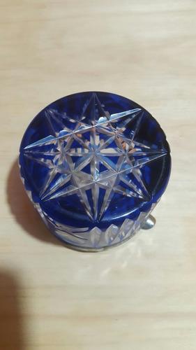 cenicero vidrio azul tallado a mano con borde de bronce