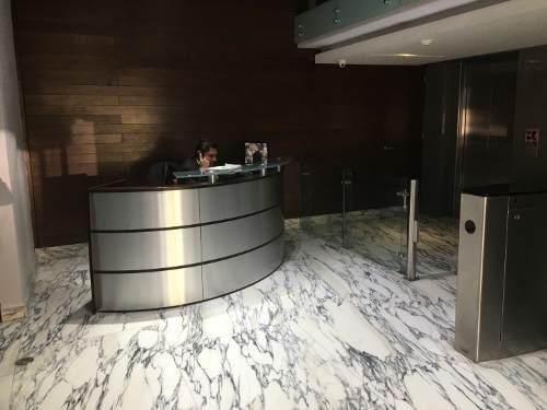 céntrica oficina en polanco115 m2ubicada en 4° pisoacondicionadapiso de porcelanatodivisiones de cristal templadoaire acondicionadobaños comunes en pisococineta2 estacionamientos con valet