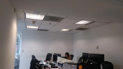 céntrica oficina ubicada en importante edificio corporativo en lomas de chapultepec.oficinas distribuidas actualmente en: 101.00 m2. oficina en 1er piso. recepción. varios privados. salas
