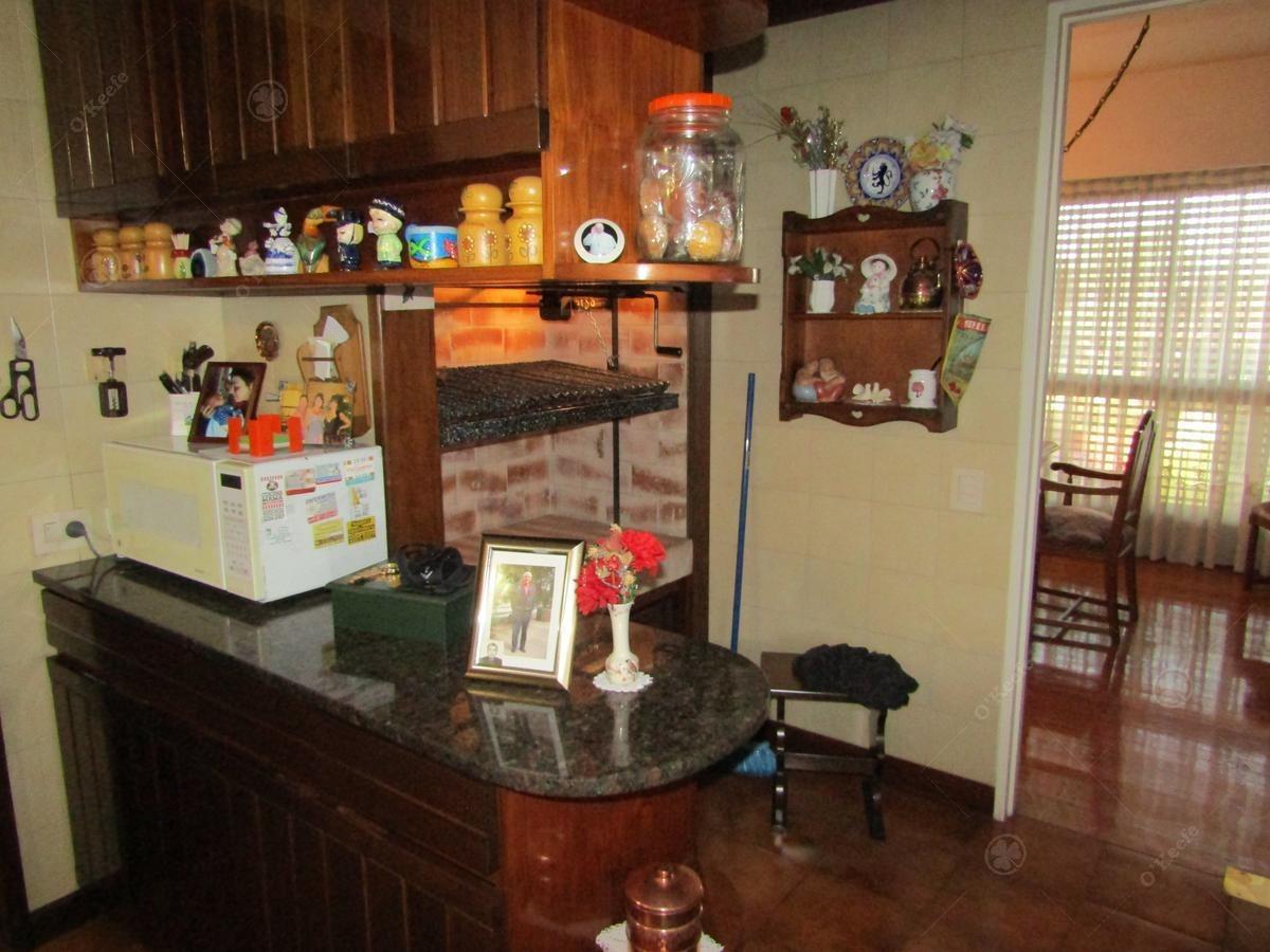 céntrico 4 ambientes, escritorio, dependencia de servicio y cochera