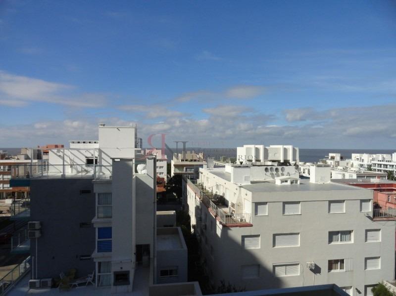 centrico pero en la zona mas tranquila, amplio con algo de vista al mar- ref: 7526