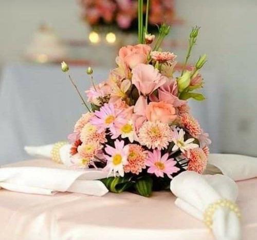 centrinho de mesa de convidado flores naturais