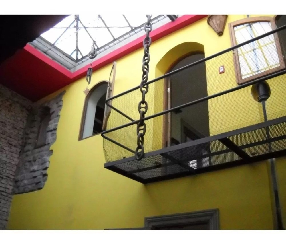 centro, 4 o 5 dormitorios, 2 baños,, parrillero, cochera!