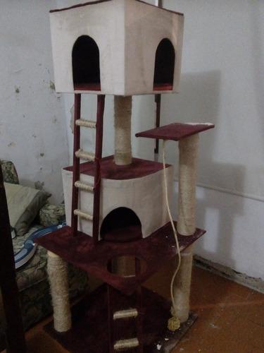 centro de descanso para gatos y rascador